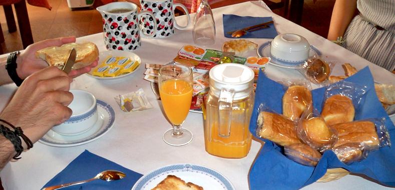 domingo ligero desayuno-http://www.casaruraldatorre.es/img/fotos/018.jpg